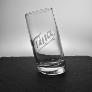 Schräges Schnapsglas mit Namensgravur