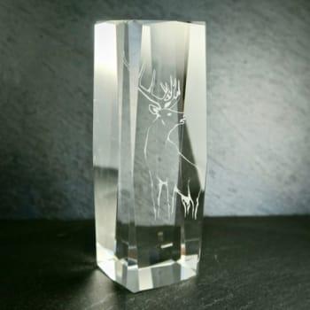 Glaspokal mit Hirschmotiv graviert
