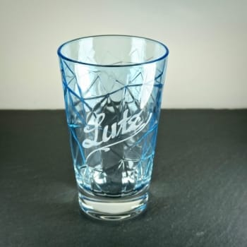 Hellblaues Longdrinkglas mit Namensgravur