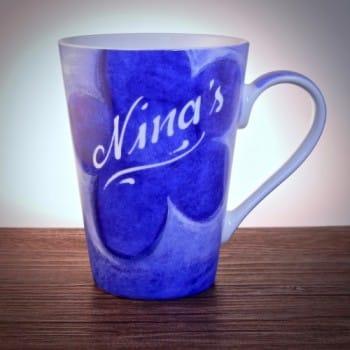 Blaue Tasse mit Gravur