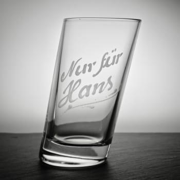 Schräges Longdrinkglas mit Textgravur
