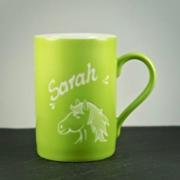 Tasse Grün mit Pferdekopf-Motiv Gravur