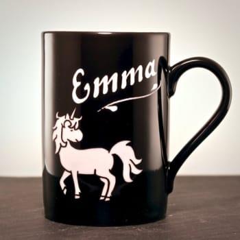 Schwarze Tasse mit Einhorn inkl.Gravur