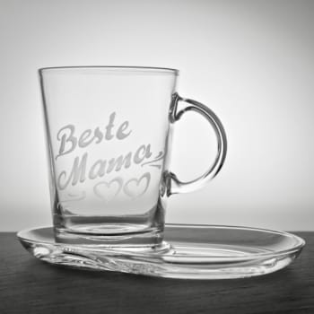 Teeglas 390 ml mit Untersetzer und Gravur personalisiert