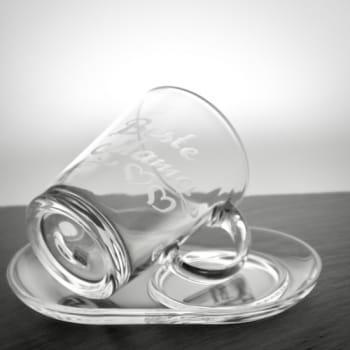 Teeglas mit Untersetzer oval