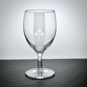 Weinglas mit Poker-Kreuz Motiv graviert