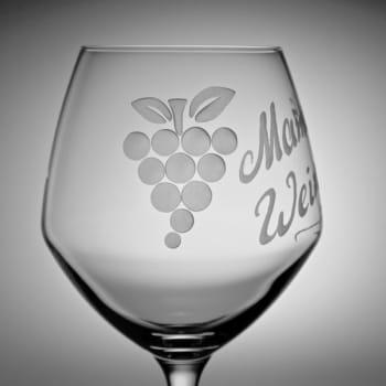 Weinglas Traube Detail Gravur