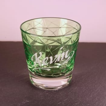 Grünes Whiskyglas mit Namensgravur