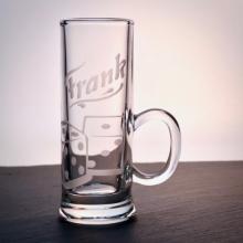 """Schnapsglas """"Henkel""""mit Würfel-Gravur"""