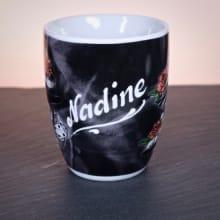 Kaffeetasse Namensgravur Tattoo Design Würfel